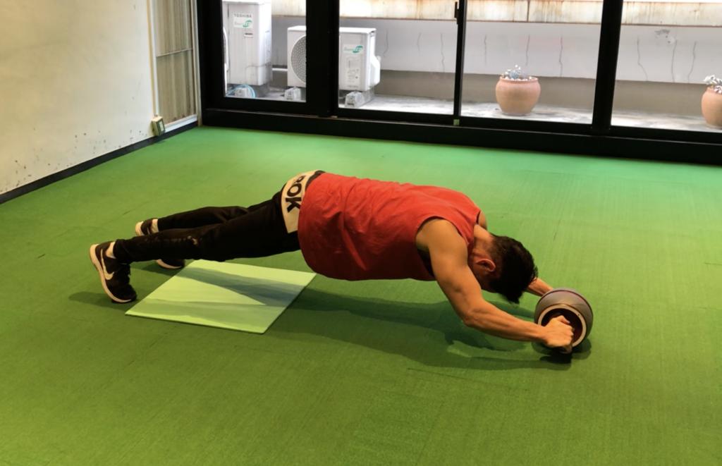腹筋 ローラー 腰痛 い 腹筋ローラーで腰痛い人は正しい【痛めない方法を教えます】